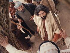 Free Visuals:  Jesus meets Zacchaeus  Jesus meets Zacchaeus the chief tax collector. Luke 19:1-10