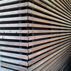 Detail einer Holzfassade eines Einfamilienhauses, Bad Segeberg