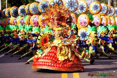 The Sinulog is an annual festival held on the third Sunday of January in Cebu City and Maasin City, Southern Leyte, Philippines The festival commemorates the Bisayan people's pagan origin, and their acceptance of Roman Catholicism. Philippines Tourism, Philippines Culture, Sinulog Festival, Filipino Culture, Filipino Art, Cebu City, Tropical, Thinking Day, Tourist Spots