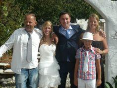 Bruidspaar met de trotse eigenaren van mini Camping Ont-Spanje