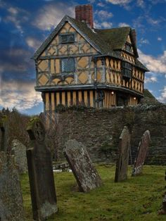 England Travel Inspiration - Stokesay Castle in Shropshire .near Craven Arms and about 6 miles from Hopton House B in Shropshire England And Scotland, England Uk, Beautiful Buildings, Beautiful Places, Places To Travel, Places To See, Medieval Village, Beau Site, Tudor House