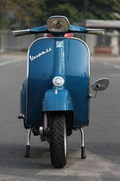On a girlfriend's Vespa in Salisbury, Rhodesia in the I once beat an E-Type Jaguar away from the traffic lights ! Moments later he left me behind in a cloud of dust ! Scooters Vespa, Motos Vespa, Piaggio Vespa, Lambretta Scooter, Motor Scooters, Vespa P200e, Vespa 150, Vespa Girl, Scooter Girl