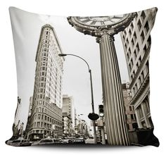 Clevershop tienda online de diseño Ciudad New York, Tapestry, Throw Pillows, Clever, Tropical, Shopping, Home Decor, Accent Pillows, Interior Design