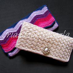 Mais uma encomenda entregue!   Uma carteira em crochê colorida e uma com pedraria.   Seguiram para a amiga Maria Célia do blog ...