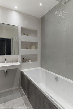 Bathroom Niche, Bathroom Tub Shower, Concrete Bathroom, Tub Shower Combo, Attic Bathroom, Small Bathroom, Bathroom Design Luxury, Modern Bathroom Design, Porta Shampoo
