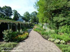 Garden Walkway at Fellows Riverside Garden, Youngstown OH Mill Creek Park, Riverside Garden, Youngstown Ohio, Walkway, Sidewalk, Gardening, Life, Side Walkway, Side Walkway