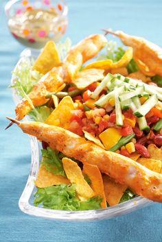 Lämmin broileri-nachosalaatti | Meksiko | Pirkka  #food #Mexican Tex Mex, Salsa, Mexican, Ethnic Recipes, Food, Essen, Salsa Music, Meals, Yemek