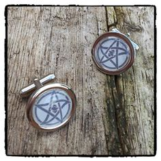 Elder Sign cufflinks   A great gift for adding a touch of the macabre to any formal occasion!   Chrome 20mm cufflinks with a sepia toned Elder Sign image from the writings of H.P. Lovecraft. The design is inspired by the writing of H.P. Lovecraft. Capped with a clear dome.   #eldersign #cufflinks #eldersigncufflinks