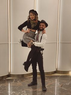 Holidays Bonnie And Clyde Couple's halloween costume Boyfriend and girlfriend costume Original halloween costume disfraz novios Couples Costumes Original Halloween Costumes, Halloween Vintage, Couples Halloween, Cute Couple Halloween Costumes, Halloween Inspo, Halloween Outfits, Sexy Couples Costumes, Funny Couples, Halloween Makeup
