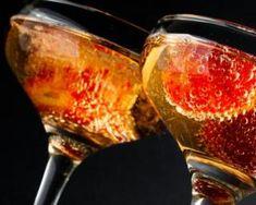 Soupe de champagne aux fraises et framboises : http://www.fourchette-et-bikini.fr/recettes/recettes-minceur/soupe-de-champagne-aux-fraises-et-framboises.html