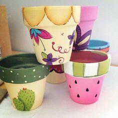 Ideas plants painting art flower pots for 2019 Flower Pot Art, Flower Pot Crafts, Painted Plant Pots, Painted Flower Pots, Clay Pot Projects, Clay Pot Crafts, Pots D'argile, Clay Pots, Decorated Flower Pots