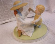 Mother's Miracles Holly Hobbie Figurine 1982 Designer Collection