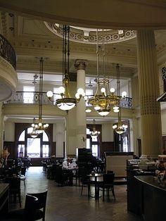 Café de la Estación de Trenes de Retiro. Buenos Aires.