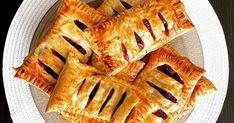 Light Meggyes párna   enikő kányási receptje - Cookpad receptek Apple Pie, Desserts, Food, Tailgate Desserts, Deserts, Essen, Postres, Meals, Dessert