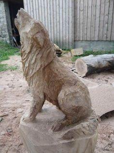 Tiere mit der Kettensäge geschnitzt