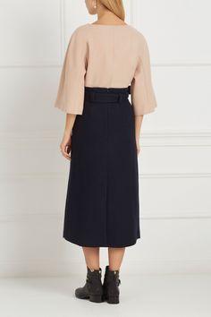 Джемпер из шерсти мериноса Avelon - Свободный джемпер кремового цвета из коллекции нидерландского бренда Avelon в интернет-магазине модной дизайнерской и брендовой одежды
