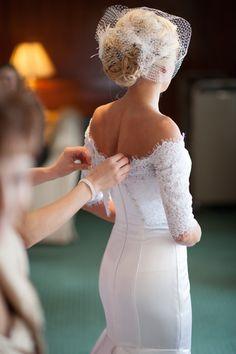 Beautiful dress and veil! Photo by Danielle. #minneapolisweddingphotographer #weddingdress #weddingveil