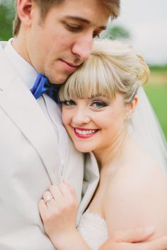 Love this bride with bangs! // Little Rock Outdoor Wedding // Photography by Kati Mallory Photo & Design