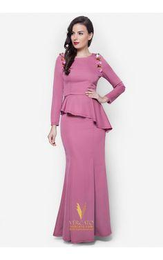 Baju Kurung Moden Peplum - Vercato Laila in Dusty Pink. Buy baju kurung peplum with floral-inspired sequin embellishments. SHOP NOW: www.vercato.com Batik Fashion, Hijab Fashion, Fashion Dresses, Batik Dress, Blouse Dress, Kebaya Simple, Malay Wedding Dress, Dress Pesta, Modest Dresses
