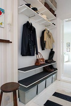 House entrance storage entryway ideas Ideas for 2019 Easy Home Decor, Home Decor Trends, Ikea Algot, Narrow Entryway, Hallway Inspiration, Small Hallways, House Entrance, Entrance Halls, Entryway Decor