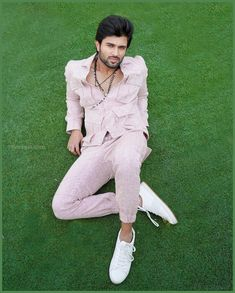 Vijay Deverakonda New HD Wallpapers & High-definition images Actor Picture, Actor Photo, Mahesh Babu Wallpapers, Vijay Devarakonda, Telugu Hero, Indian Male Model, Vijay Actor, Bollywood Couples