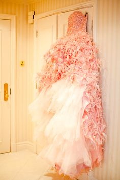 Iconic London Landmarks & a Truly Epic Wedding Dress: Jolyon & Kate