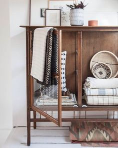 Great storage for your kitchen linen! Beautiful on display this way. Photo via @holly_avenuelifestyle