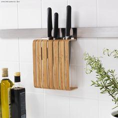 Suportul RIMFORSA te ajută să eliberezi spațiul de pe blat, pentru ca tu să ai mai mult loc pentru gătit.