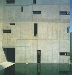 Void Space/Hinged Space Housing (Viviendas en Fukuoka), 1989 – 1991. Steven Holl