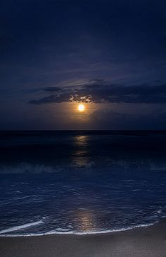 """""""I'll breathe you in my dreams,…"""" 💙🌙 good night,…wherever you are,… Moon Pictures, Nature Pictures, Beautiful Pictures, Ocean Wallpaper, Pretty Sky, Moon Photography, Beautiful Moon, Sky Aesthetic, Pretty Wallpapers"""