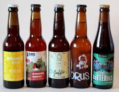 Ongewoon Lekker Review van Beer in a Box: Ik was in het begin een heel klein beetje sceptisch; bierliefhebbers blij maken met onbekende bieren? Maar wij kennen alles toch al? 😉 Leuk om te zien dat zelfs de doorgewinterde speciaalbierdrinkers nog eens verrast kunnen worden met de bieren van de Beer! 😀 Beer Bottle, Drinks, Everything, Drinking, Beverages, Beer Bottles, Drink, Beverage