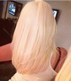 Gorgeous layered light blonde hair http://palmharbor.mysalonsuite.com