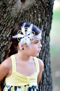 Feather Loop Daisy Hair Clip in Yellow