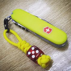 Made a new lanyard for my Swiss Army Knife. Too bright? . . . . . #manknitting #essexmanparacord #swissarmyknife #victorinox #victorinoxknife #pocketknife #slipjoint #knife #lanyard #paracord #paracordlanyard #dicelanyard #dice #gambling #gambler #everydaycarry #edcknife #550paracord #bushcraft #airsoft #edgematters