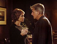 Megan Allen: As the season comes to a close I thought it would be apropos to take a look back at the couples of NCIS past, and possible present. Gibbs Ncis, Ncis Gibbs Rules, Leroy Jethro Gibbs, Ncis Series, Serie Ncis, Tv Series, Lauren Holly, Best Tv Shows, Favorite Tv Shows