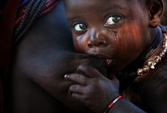 Photo Karo by Alessandro Bergamini on Child Nursing, African Children, Mother And Child, People Around The World, Ethiopia, Photo Contest, Belle Photo, Children Photography, Portrait Photography