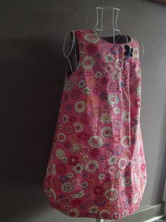 Robe sans manche asymétrique dans un tissu fleuri rose : Mode filles par lilobulle