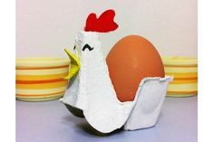 Adorable Easter crafts made from household items, like this egg charton chicken | tuteyate y blog