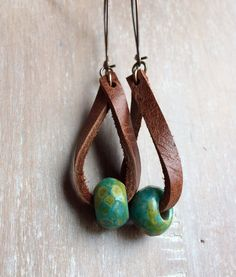 Boho Leather earrings - Distressed leather drop earrings - fashion jewelry - boho earrings- rustic jewelry - dangle - popular - Informations About Ships free! Rustic Jewelry, Boho Jewelry, Jewelry Crafts, Beaded Jewelry, Handmade Jewelry, Antler Jewelry, Jewelry Accessories, Silver Jewelry, Pearl Jewelry