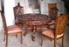 Jual meja makan ukiran dengan model meja makan blat dan 4 kursi makan ukiran yang dibuat oleh pengrajin jepara berkualitas dengan menggunkan bahan kayu jati.