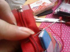 Môj spôsob prišívania zipsu na papierovú kabelku.