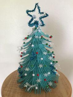 Plastic fork Christmas tree Fork Crafts, Plastic Spoon Crafts, Plastic Spoons, Diy And Crafts, Xmas Tree, Christmas Trees, Christmas Decorations, Christmas Ornaments, Christmas Food Treats
