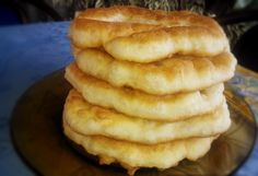 Pishii are type of fried dough, specific for the eastern part of Macedonia, especially Kavadarci. They are great for every day, for breakfas. Pain Frit, Albanian Recipes, Albanian Food, Serbian Food, Hungarian Recipes, Appetizer Recipes, Dessert Recipes, Appetizers, Macedonian Food