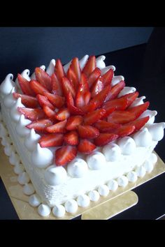Torta de frutilla y merengue Cake Cookies, Cupcake Cakes, Fresh Fruit Cake, Homemade Cake Recipes, Just Cakes, Occasion Cakes, Pretty Cakes, Sweet Desserts, Cream Cake