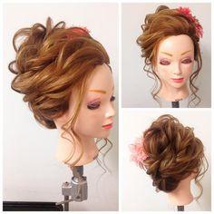 「ルーズな夜会巻風♡ 成人式にもピッタリです♡ 11月〜講習が二部制になりました♪ ご希望の日程で受けてもらいやすくなりましたので是非お問い合わせお待ちしてます♪ 10月〜のご案内になります♪ 日程はご希望のお日にちを 何日か伝えて頂いて 決めさせて頂きます♪ 定員3名様〜5名様にての…」 Asian Wedding Hair, Bridal Hair, Bride Hairstyles, Cool Hairstyles, Up Styles, Long Hair Styles, Mother Of The Bride Hair, Hair Arrange, Hair Setting