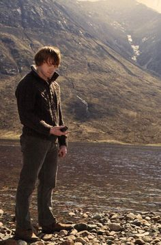 Ron Weasley - by the lake in Deathly Hallows Harry James Potter, Harry Potter Cast, Harry Potter Fandom, Harry Potter Characters, Harry Potter World, Harry Potter Universal, Ron Weasley, Saga, Yer A Wizard Harry