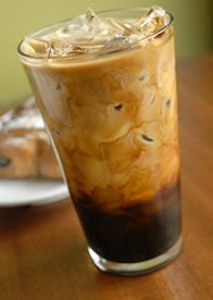 How to Cold Brew Iced Coffee - Brewing Ice coffee the right way! - The Coffee Corner Thai Iced Coffee, Cold Brew Iced Coffee, Iced Tea, Healthy Iced Coffee, Cold Drinks, Yummy Drinks, Yummy Food, Beverages, Delicious Recipes