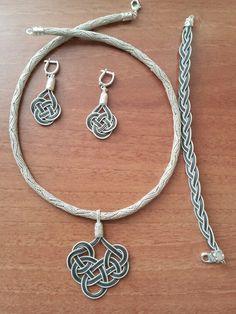 Şems takım Celtic Knot Jewelry, Jewelry Knots, Macrame Jewelry, Jewelry Crafts, Wire Pendant, Pendant Jewelry, Paracord Bracelet Instructions, Handmade Leather Jewelry, Do It Yourself Jewelry