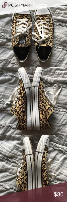 Converse lo tops leopard print flocked fuzzy 8 Women's size 8 converse sneakers. The leopard spots are flocked and fuzzy! Worn but still in great shape! Converse Shoes Sneakers