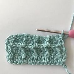 Waffle stitch crochet, real studio crochet tip! - Free crochet pattern for crocheting a crib blanket in the waffle stitch. With clear photo instructi - Stitch Crochet, Crochet Wool, Love Crochet, Learn To Crochet, Diy Crochet, Crochet Stitches, Crochet Baby, Crochet Afghans, Afghan Crochet Patterns